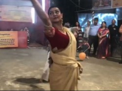 Sushmita Sen Dancing The Dhak With Her Daughters Durga Puja Watch Video