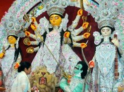 Kolkata Street Flooded With Crowd Maha Panchami Durga Puja