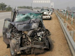 Man Died Yamuna Expressway Spitting Pan Masala While Driving Jaguar