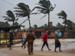 Cyclone Gaja Rushes Over Bay Bengal Toward Tamilnaru Speed Of 100 Km