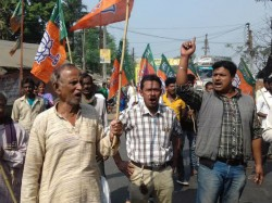 Bjp Does Protest Rally Over West Bengal Against Attacking Ti Their Leader