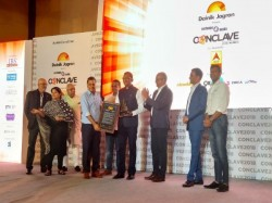 Virendra Gupta Umang Bedi Are Felicitated With Exchange4media Influence Of The Year Award