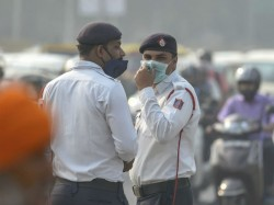 Air Pollution Delhi Is Like Smoking 15 20 Cigarettes Everyday Say Doctors