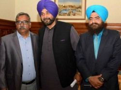 Sidhu Courts Fresh Controversy Posing With Khalistani Militant Gopal Singh Chawla In Pakistan