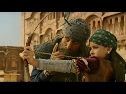 Thugs Hindostan Box Office Day 1 Film Earns Estimated Rs 50 Cr