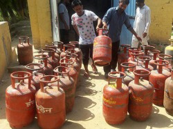 Lpg Cylinder Price Rises Again Before Diwali Celebration