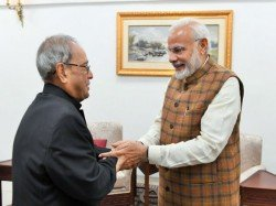 Narendra Modi Meets Pranab Mukherjee Extends Diwali Greetings