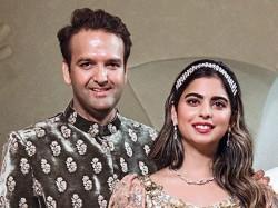 Mukesh Ambani Booked More Than 25 Chartered Planes Isha Ambani Marriage