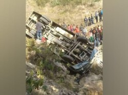 Killed 15 Injured Nepal Bus Mishap
