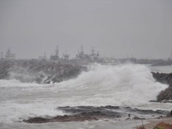 Cyclone On Bay Bengal Rushes Toward Andhra Pradesh Coast