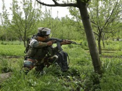 Two Pakistani Soldiers Are Killed Naogram Border At Kashmir