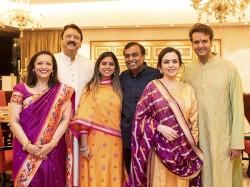 From Hillary Clinton Laxmi Mittal Present At Isha Ambani Marriage