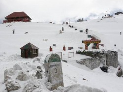 Army Rescues Tourists From Snowfall Nathula Sikkim