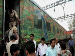 Dacoits Loot Duronto Express At Delhi Outskirts