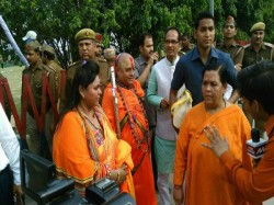 Hindu Mahasabha Recreates Mahatma Gandhi S Assassination Shoots Bapu S Effigy Aligarh