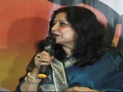 Bjp Leader Actor Moushumi Chatterjee Advises Wear Saree An Anchor At An Even In Surat