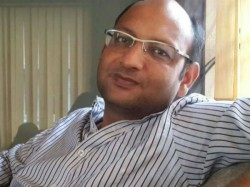 Producer Srikanta Mohta Was Captured Cbi Officials From His Kasba Office
