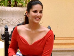 Sunny Leone Praises Kaushik Hossein Tapas His Latest Video