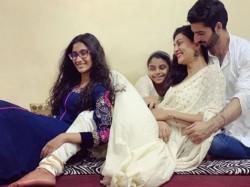 Sushmita Sen Teaches Bengali Boyfriend Rohman Shawl