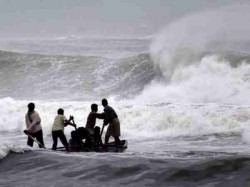 Cyclone Pabuk Rushes Towards Andaman Hits Giant Waves Over Cost