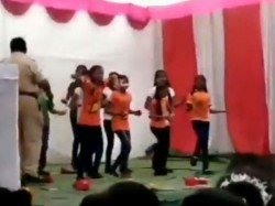 Police Constable Showers Cash On Students During Republic Day Function In Nagpur