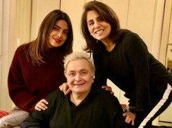 Rishi Kapoor Finally Gives An Update On His Health Status
