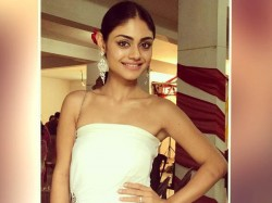 Tv Actress Sreejita De Flaunts Her Curves At 10 C Temperature