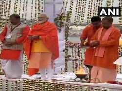 Narendra Modi Cleans The Feet Cleaners His Own Hands Kumbha