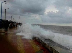 Digha Police Allegedly Beaten Up 3 Young Locals Bathing Sea