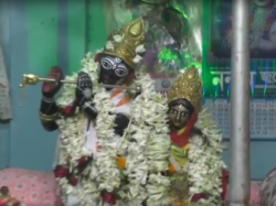 Sabarna Roy Choudhury Family Celebrates Dolyatra See Video