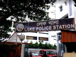 Again Auto Atrocities Kolkata Allegedly Hackled Couples At Anwar Shah Road