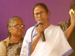 Mamata Banerjee Appears On The Stage Of Hunger Strike Of Ssc Candidates