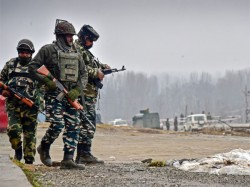 Again Militants Target Crpf Banker In Front Of Sbi In Pulwama