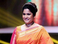 Renuka Shahane Has An Epic Response Mj Akbars Mainbhichowkidar Tweet