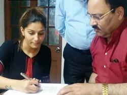 Sapna Choudhary Joins Congress Likely Contest Against Bjp S Hema Malini Mathura