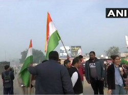 Wing Commander Abhinandan Is Coming Back Parents Given Warm Welcome Amritsar Airport