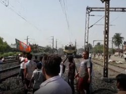 Bjp Blocked Rail Jagaddal Protest Against Tmc