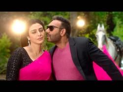 De De Pyaar De Trailer Out Ajay Devgan Tabu Rakulpreet Dazzles