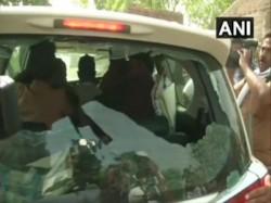 Babul Supriyo S Car Vandalises In Asansol S Barabani On Votiing Day