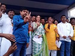 Nusrat Jahan Confused On Number Of Seats Tmc Won In Last Loksabha Election
