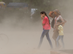 As Mercury Soars In Delhi Dust Storm Likely To Hit National Capital In Next 48 Hours