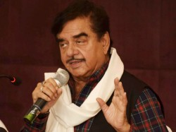 With Honble Outgoing Sirji Jibe Shatrughan Sinha Attacks Pm Modi Again