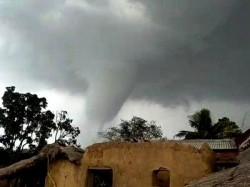 Rare Sight Seen In Mukutmanipur Of Bankura Strom Hits 30 Houses
