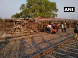 New Delhi Bound Poorva Express Derailed Near Kanpur