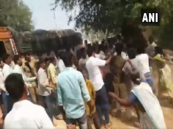 Two Killed In Clashes Between Tdp Ysrcp Workers In Andhra Pradesh