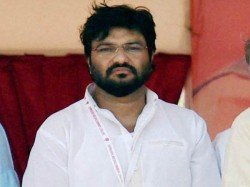 Babul Supriyo Warns Tmc Cadres During Loksabha Poll Campaign