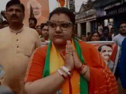 Bjp Candidate Soumitra Khan S Wife Prays For Vote To Win Her Husband