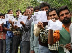 Tourists Who Skipped Voting In Election Garlanded In Karnata