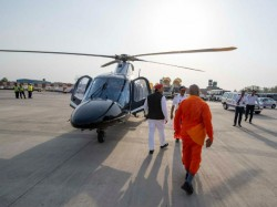 Akhilesh Yadav Introduces A Saffron Robed Man In His Campaign Whom He Referred As Baba