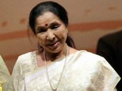 Asha Bhosle Praises Union Minister Smriti Irani For Helping Her